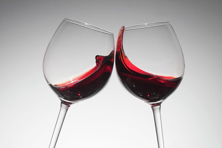 Bicchieri di vino rosso brindisi